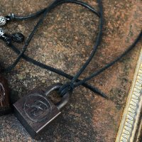 GARA CUBE PADLOCK NECKLACE (BRW)